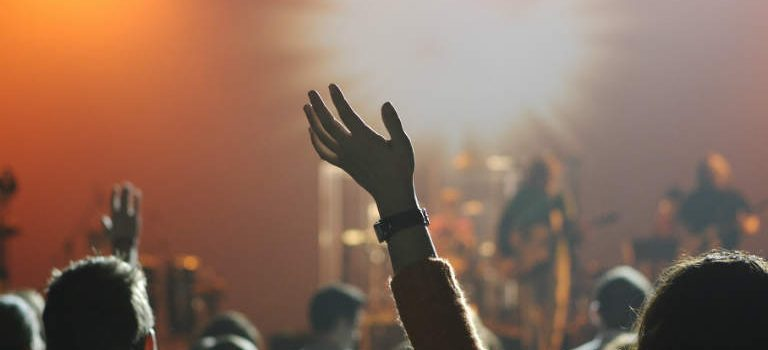 Hvordan finder jeg en festmusiker?