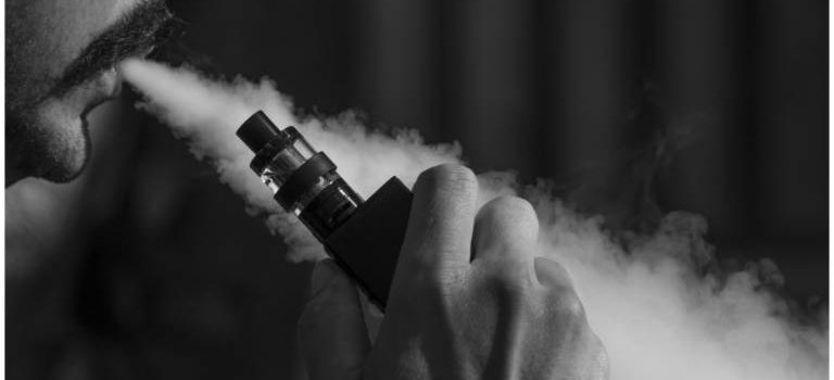 Damp fra e-juice i e-cigaret