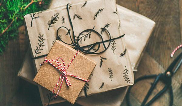 Julegaver til ham pakket flot ind